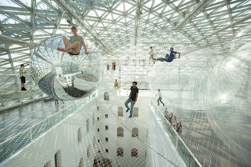 tomas-saraceno-in-orbit-designboom-10