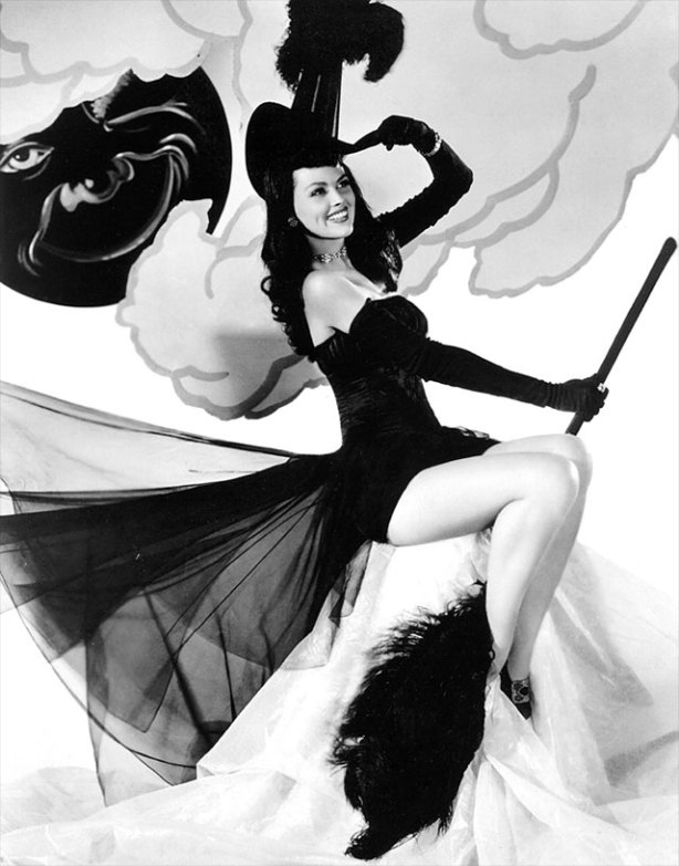dusty-anderson-vintage-halloween-pinup2
